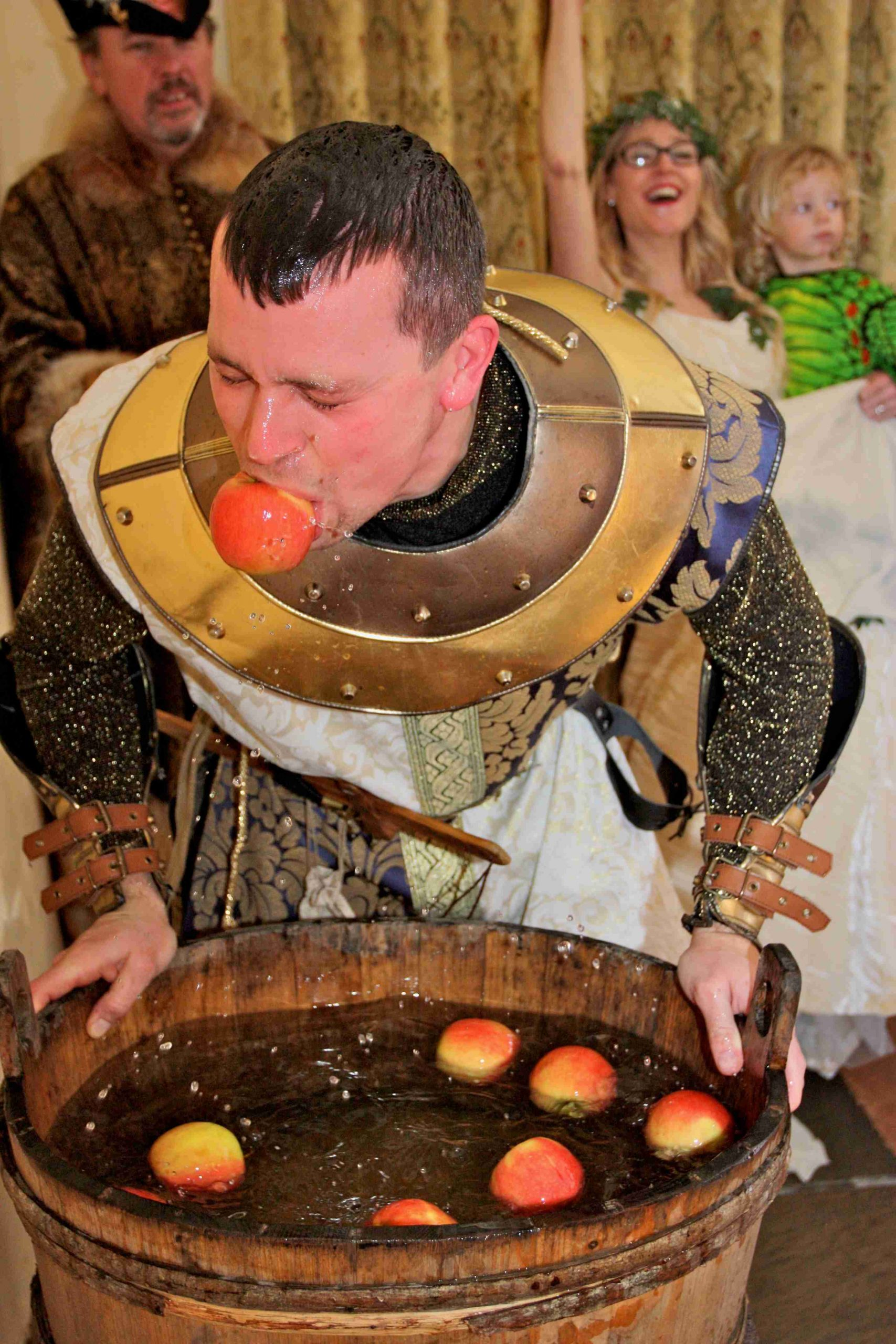 Apple bobbing, medieval costume